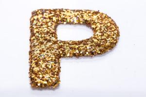 Буква из термоклеевого листа с покрытием глиттер золотой